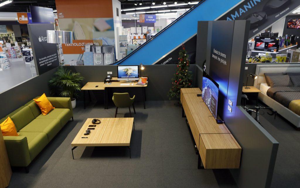 Teknosa, mağazasında oluşturduğu akıllı ev konsepti ile müşterilerine farklı bir deneyim alanı sunuyor.